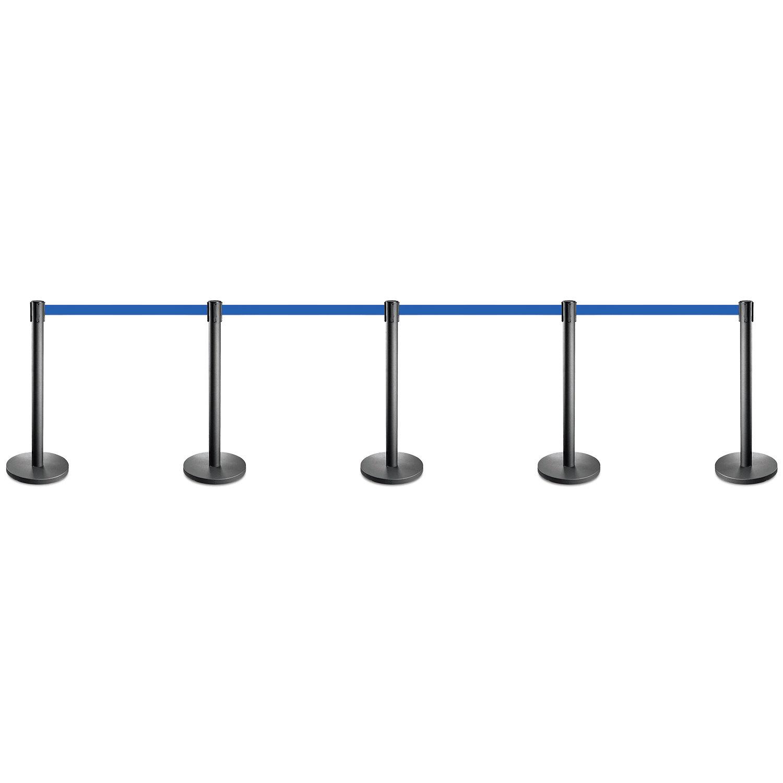 Set zwarte afzetpalen met een blauw lint