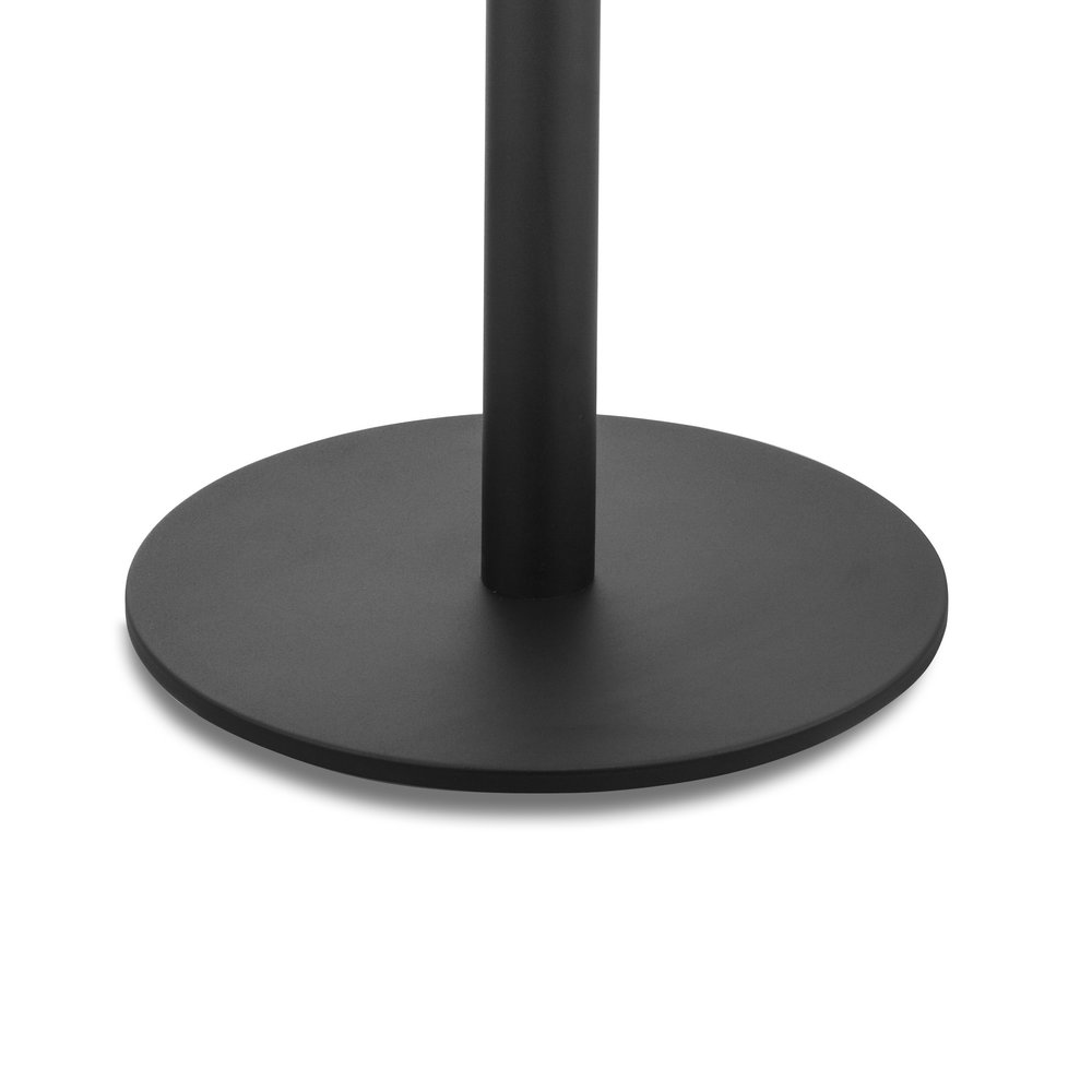 Platte voet van zwarte afzetpaal