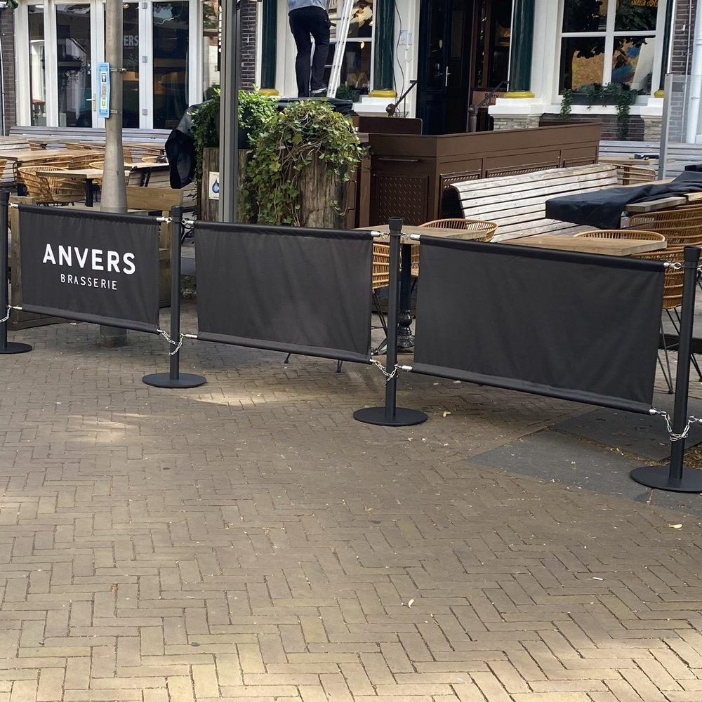 Terras banner zwart cafe anvers